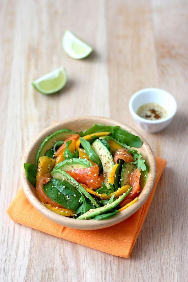 Salade à la mangue et avocat, saumon fumé