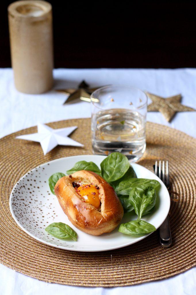 Recette de brioche façon oeufs-cocotte au foie gras et morilles