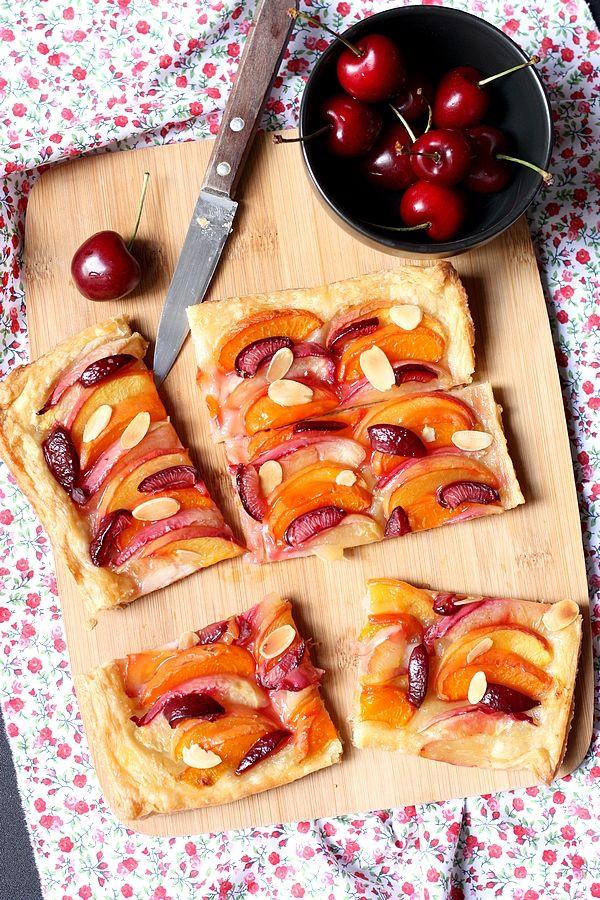 Tarte feuilletée aux abricots et cerises