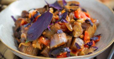 Recette aubergine à la tomate et olives noires
