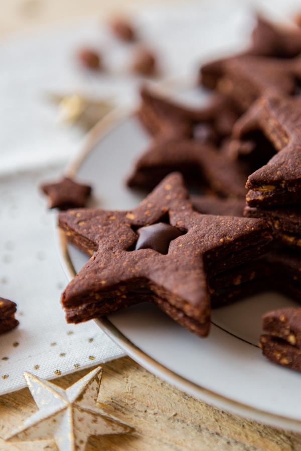 Biscuits de Noël au chocolat et aux éclats de noisette