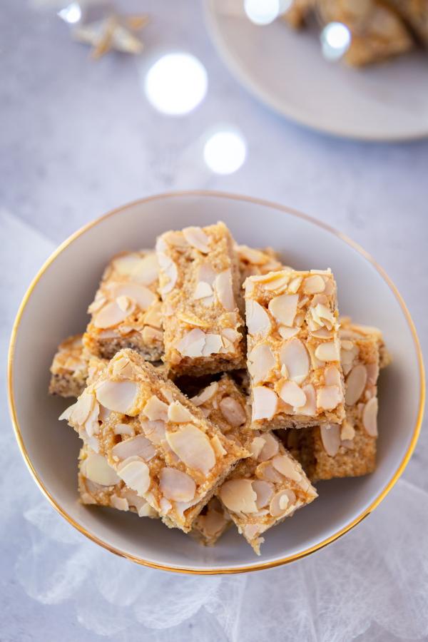 Comment faire des sablés de Noël au miel et aux amandes bien moelleux ?